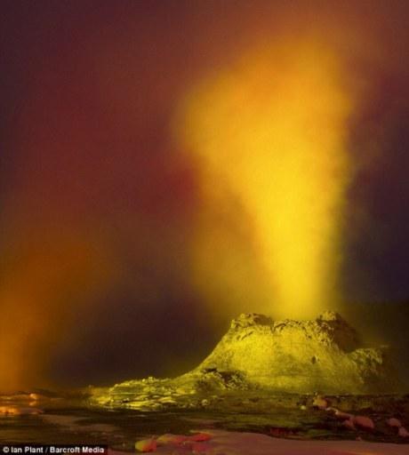 科学家称美国黄石公园火山喷发周期约为10万年