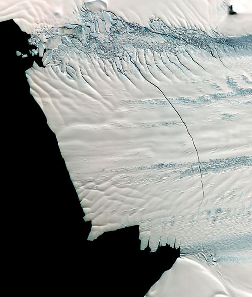 南极冰川现30公里裂缝 可能产生巨型冰山